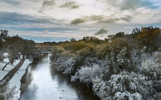Photograph of an early snowfall overlooking the Sioux River in SIoux Falls, South Dakota by landscape photographer Paul Heckel.